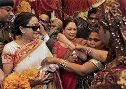Trinidad PM visits ancestral home in Bihar