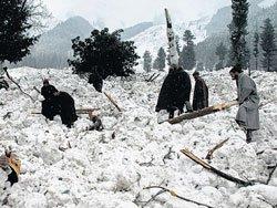 16 army men killed, 9 injured as avalanches strike Kashmir