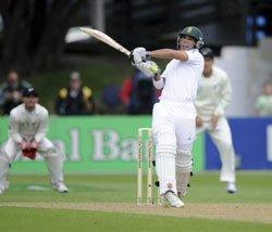 South African batsmen dominate in Wellington