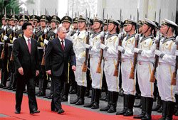 Putin arrives in China, seeks to isolate US