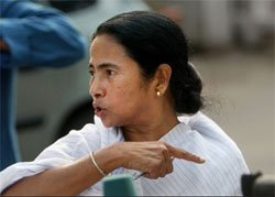 Mamata gets brickbats and bouquets on her Facebook debut