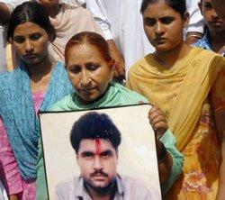 Sarabjit Singh gets Pak President's pardon; to walk free