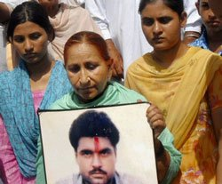 India renews request for Sarabjit's release, awaits clear picture