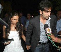 No awkwardness with Ranbir, says Deepika