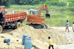 Illegal sand mining continues unabated