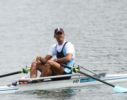 Rower Swarn wins repechage round, in singles sculls quarters