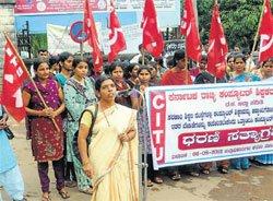 Computer teachers protest over salary