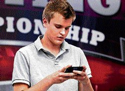 Teen crowned America's fastest texter