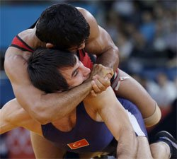 Sushil rallies to beat defending champion, in quarterfinals