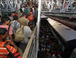 N-E people continue to flee Chennai, Pune