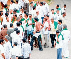 Sugarcane growers 'assault' officers for instigating act