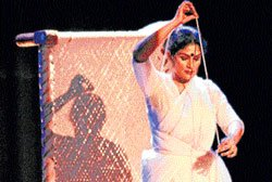 Dance depicting Gandhi's life