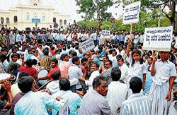 KR Colony residents on protest path