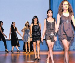 Myriads of couture hit the ramp