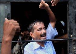 IAC hauls  Congress, BJP over the coals