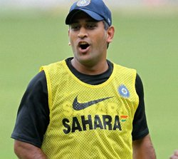 Dhoni capable of donning Laxman's role