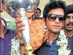 Unmukt Chand bats his way to second year