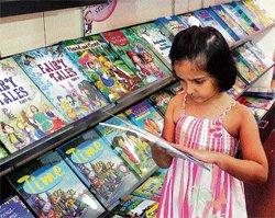 Kids make a beeline for their books