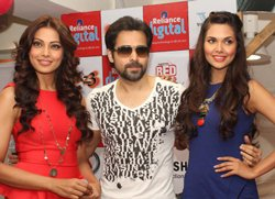 Audience relate to my bold image, says Emraan