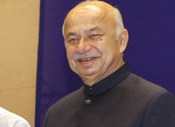 Increasing evidence of terrorists taking to cyber-space:Shinde