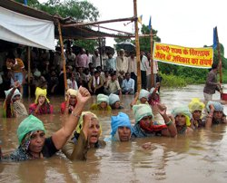 Villagers refuse to end 'Jal Satyagraha', MP govt reaches out
