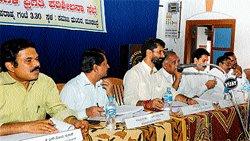 Non-implementation of Ashraya scheme irks Ravi