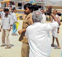 Strike chokes transport network | Deccan Herald
