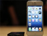 Apple share tops $700 on iPhone 5 success