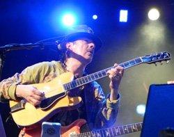 Carlos Santana to perform in Bangalore Oct 26