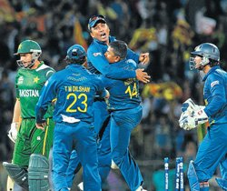 Lankan lions storm into final