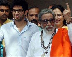 Bal Thackeray rakes muck over Jairam's toilet comment
