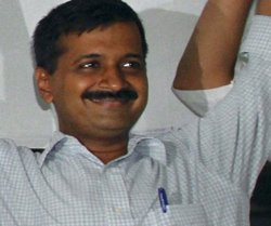 Kejriwal fires more salvos against Vadra