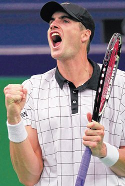 Isner overcomes Anderson in a three-set thriller