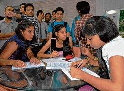 DU Hindi medium students miss books