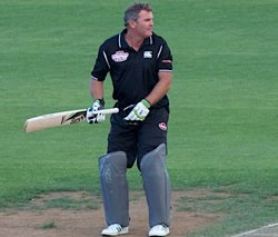Crowe blames touring rigours for cancer