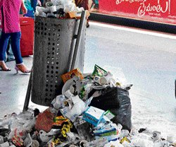 Garbage cleanup grounds to a halt at City rly station