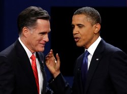 With polls tight, Obama, Romney focus on swing states