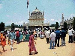 Tourists flock to Mandya