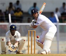 Cook ton leads Eng resistance