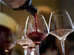 Daily glass of wine can help beat breast cancer: study