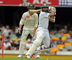 Amla, South Africa dominate Aussies on opening day