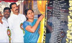 Karnataka may be   self-sufficient in power by 2014, says Shobha