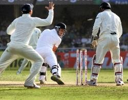 England all out for 406 at lunch