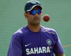 Dhoni laments lack of turn and bounce