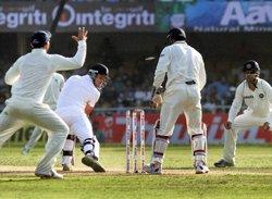 India can 'brownwash' England: Rameez Raja