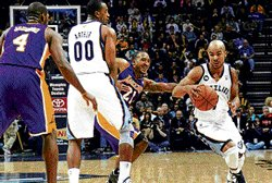 Grizzlies edge out Lakers