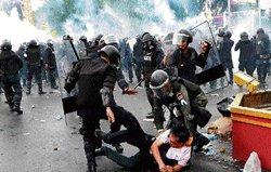Thai police lob tear gas to disperse anti-govt protesters