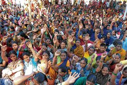 Pourakarmikas' protest hits garbage clearance