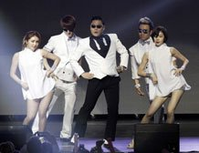 Psy apologises for anti-US song