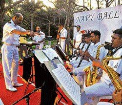 Navy band evokes patriotic feelings
